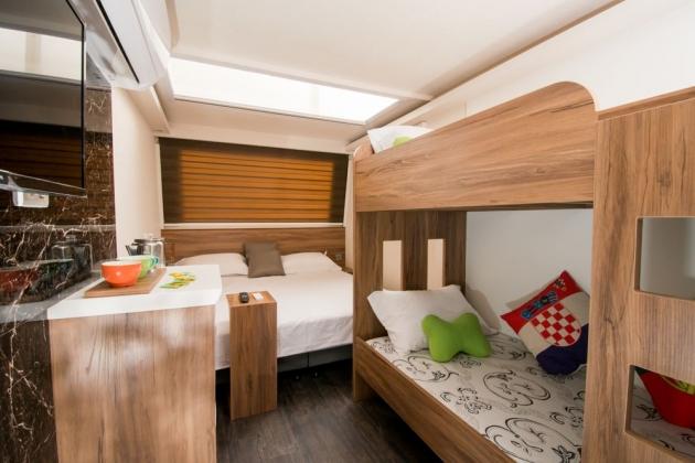 房型2,四人房(Q size雙人床+上下舖) –車號 2、3、5 1