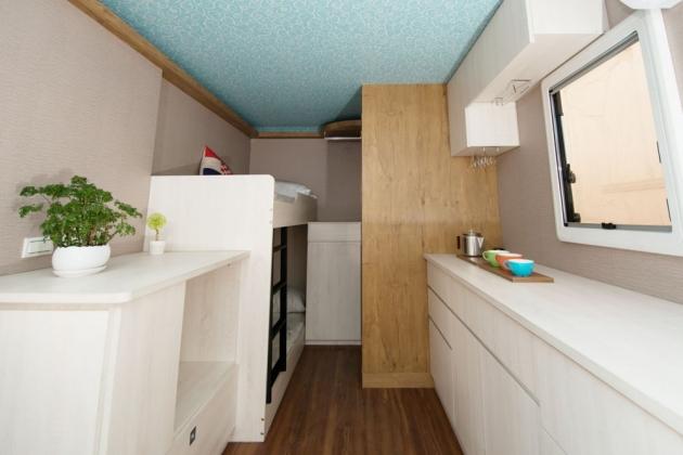 房型6,四人房(標準雙人床+上下舖) –車號 16:RED 2