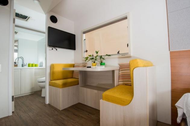 房型10,兩人房(一般雙人床+沙發) –車號 20: Silver White 1